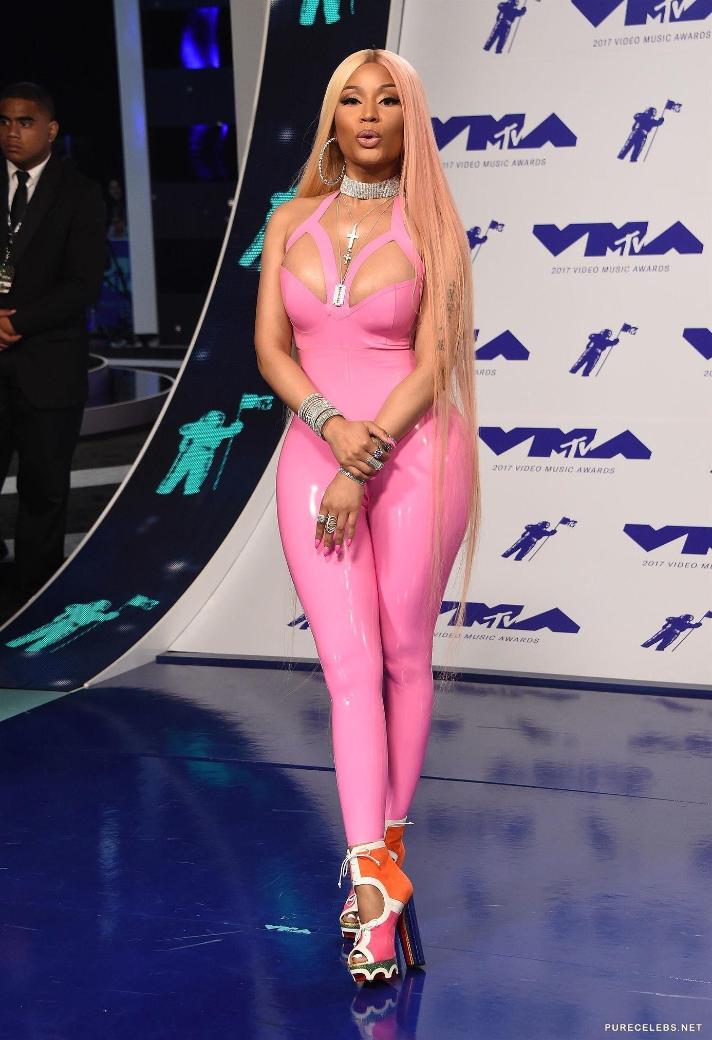 Nicki Minaj Shows Seriously Cameltoe In Tight Latex At