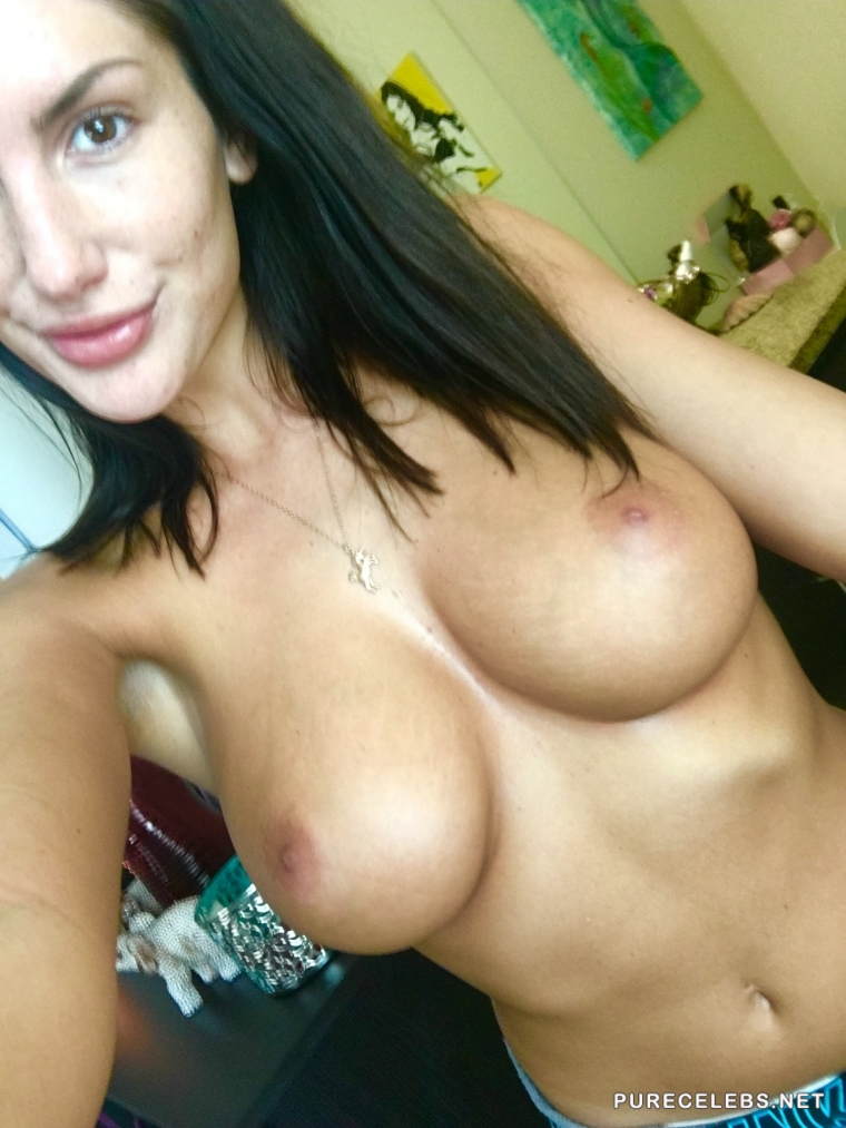 Porn Star August Ames Frontal Nude Selfie Photos (dead at 23)