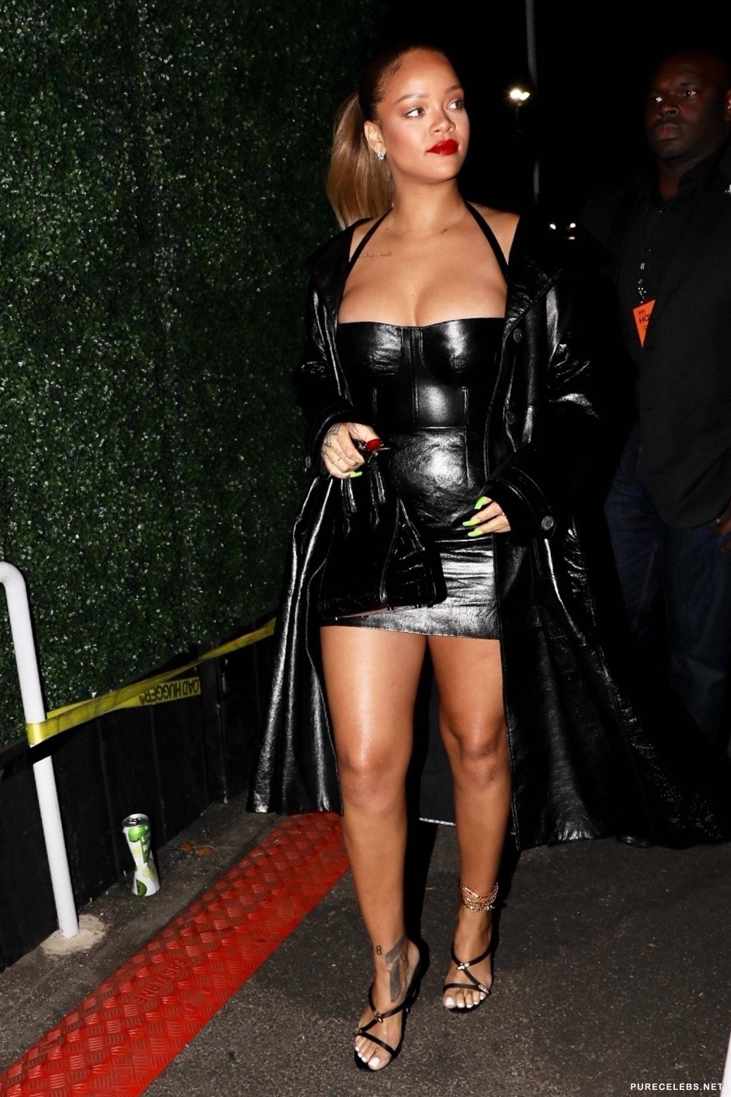 Rihanna Showing Great Cleavage At The Forum in Inglewood