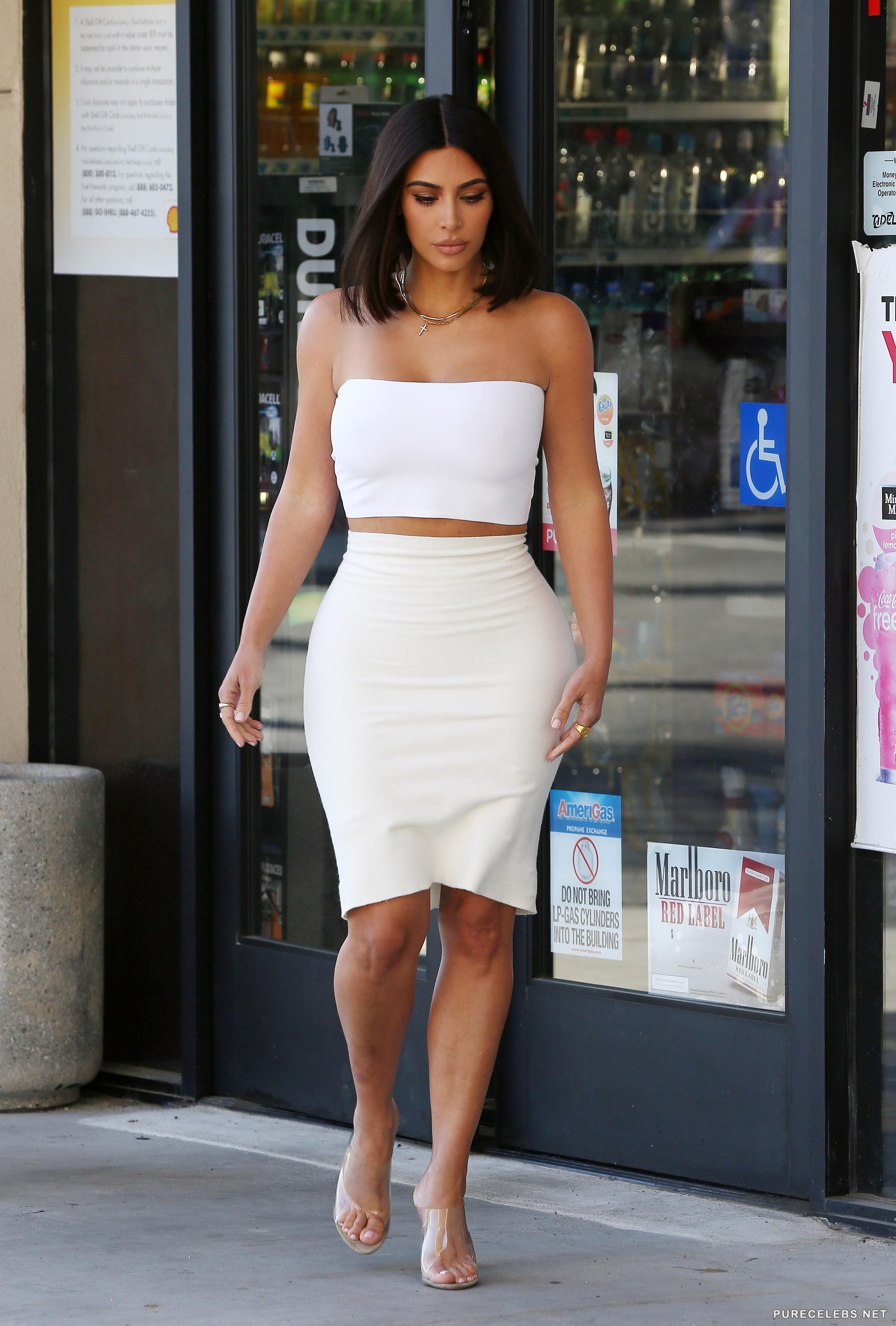 Kim Kardashian Paparazzi Braless Photos - NuCelebs.com