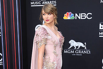 Taylor Swift Responds to Nude Photo Threat | Star Magazine