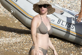 Nude beach nightmare for Katy Perry - SheKnows
