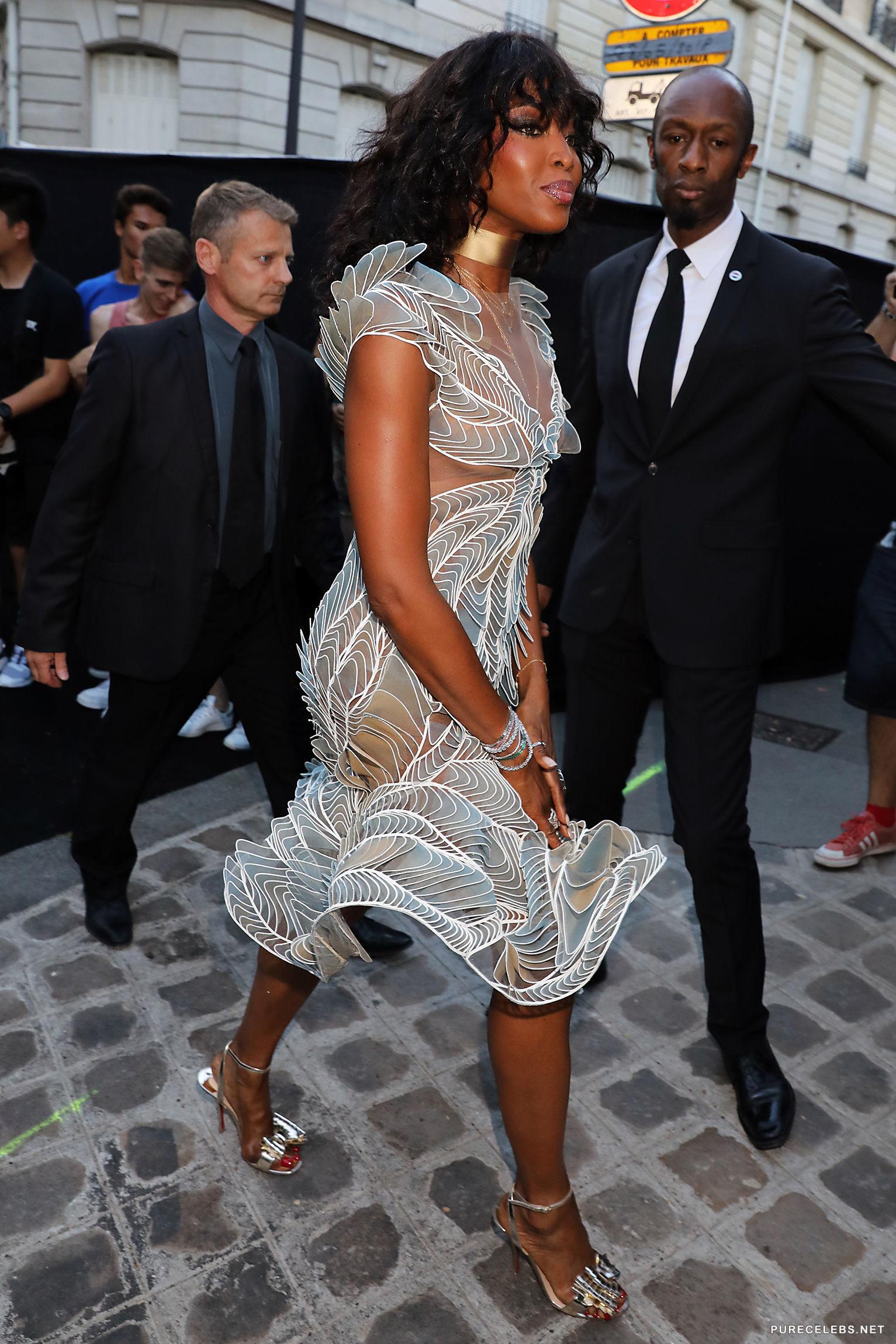Celebrity Model Naomi Campbell Nipple Slip And SeeThru