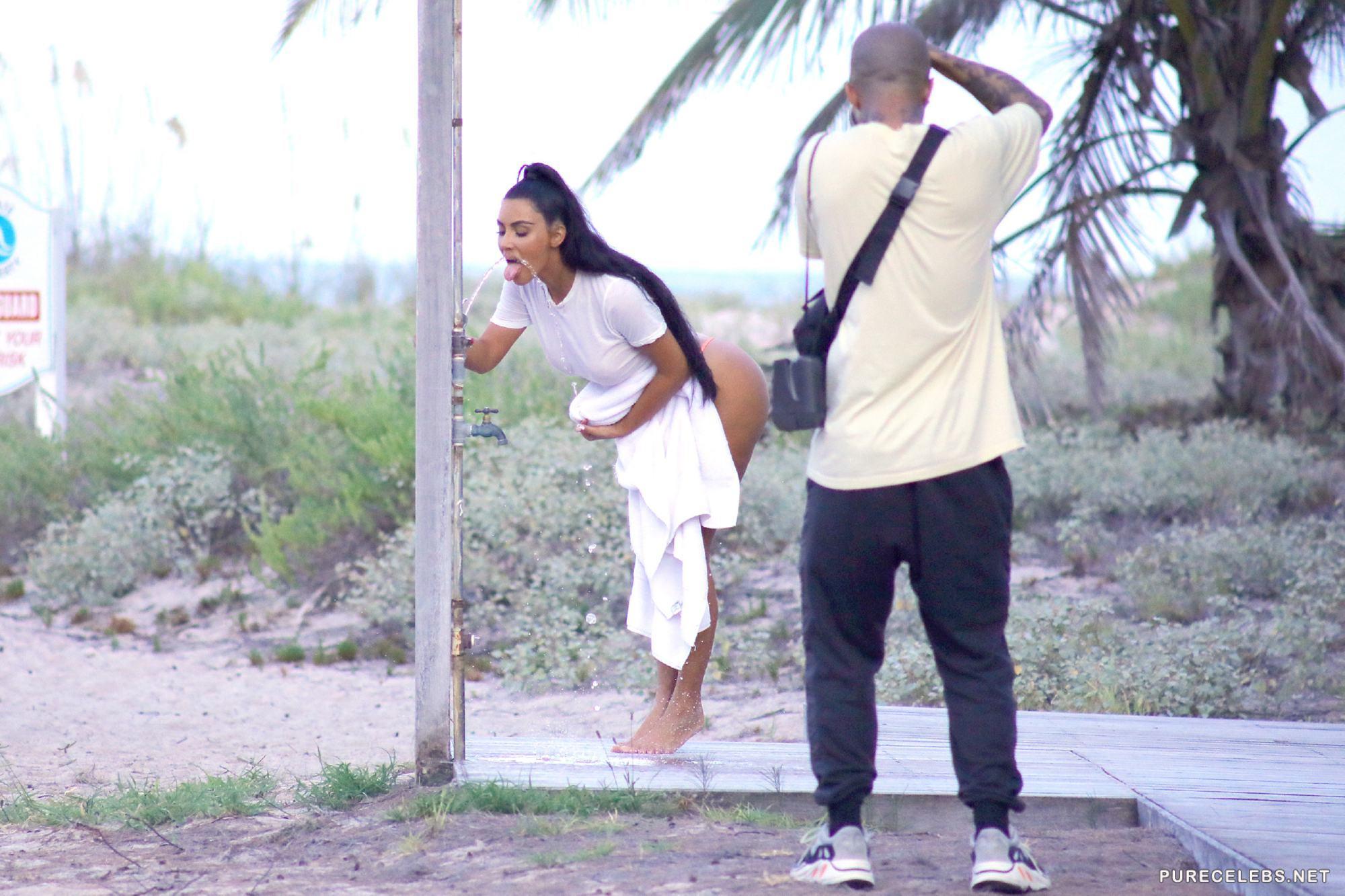 Kim Kardashian Wears Sexy Bikini in Mexico - BootymotionTV