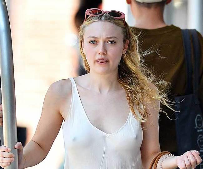 Dakota Fanning nude