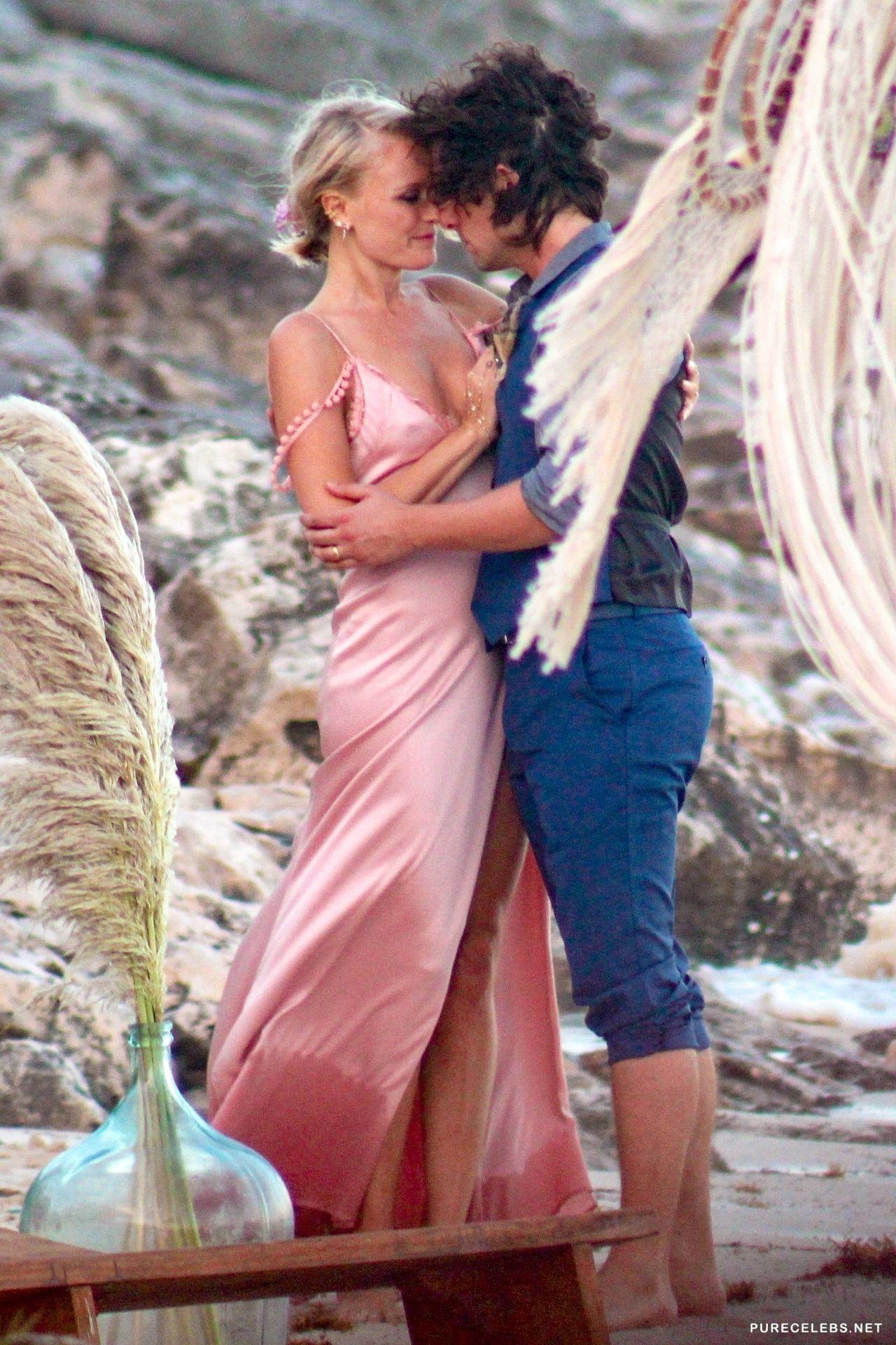 Bikini Hollywood Blog: MALIN AKERMAN PHOTOS IN BIKINI on