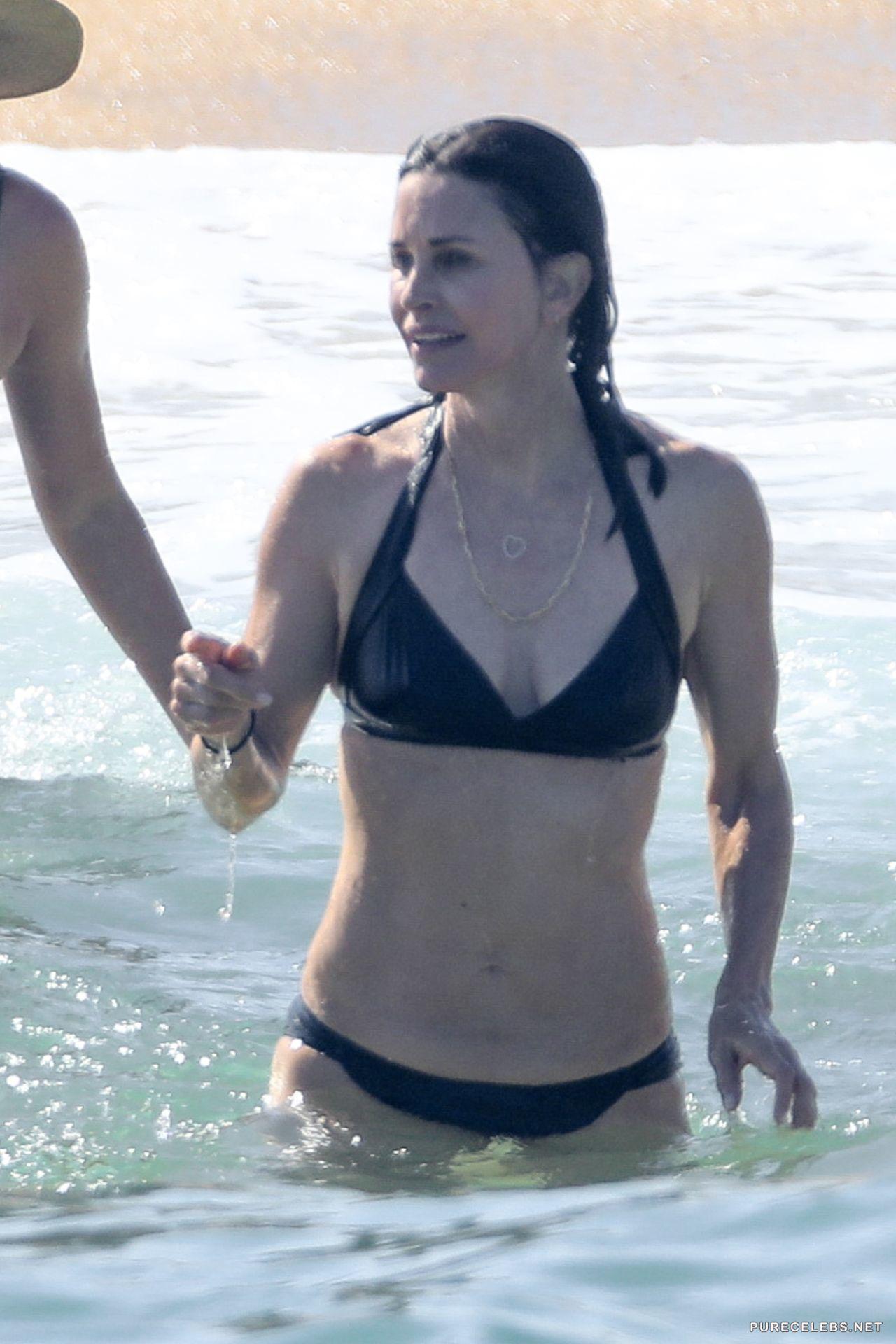 Swimsuit Aniston Jennifer Nude Paparazzi Pic Photos