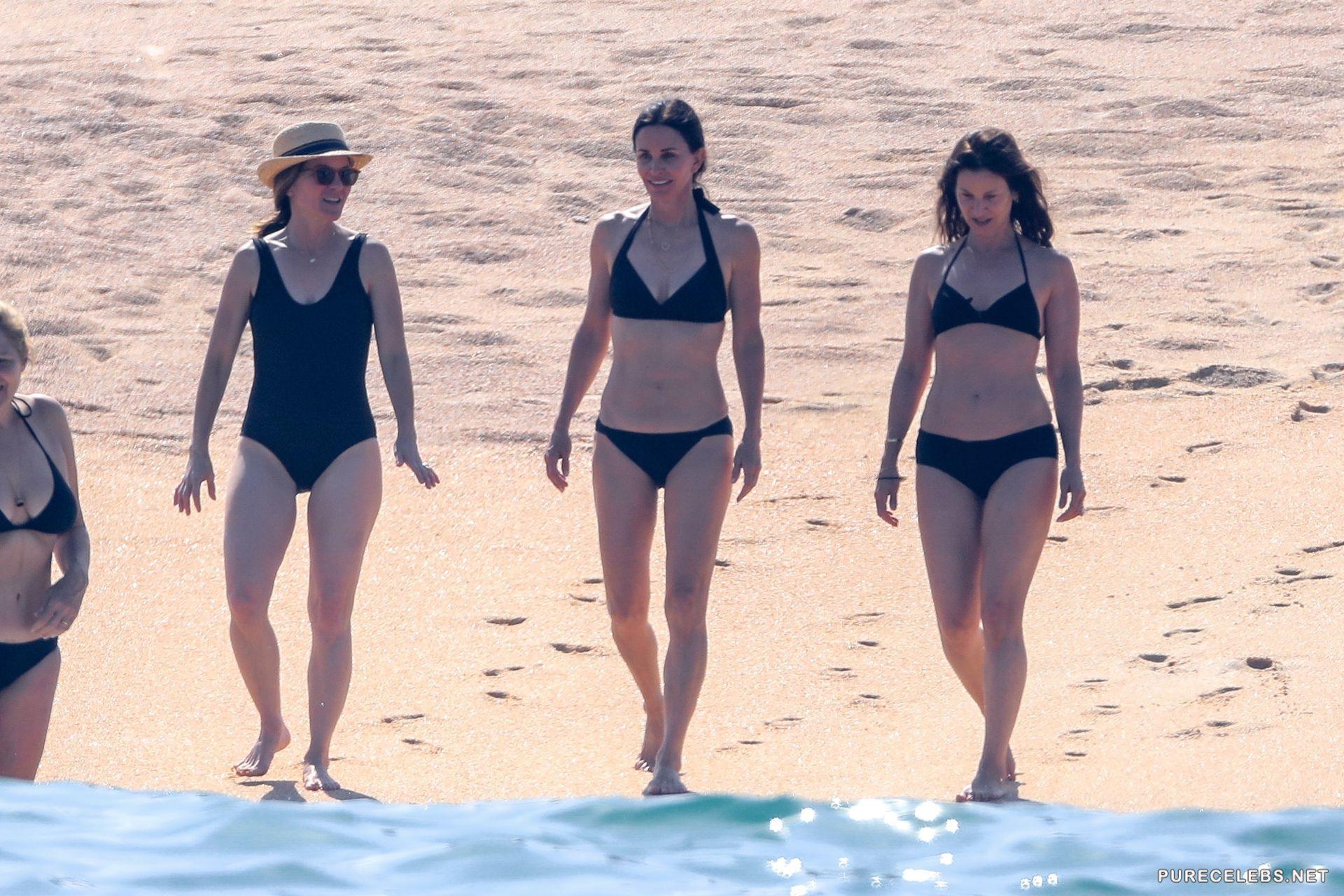 Swimwear Aniston Jennifer Nude Paparazzi Pic Png