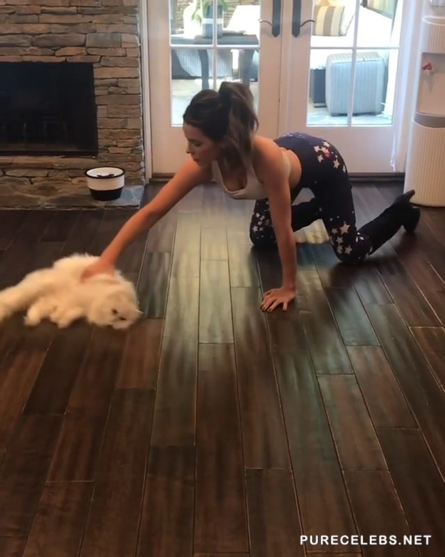 Kate Beckinsale Shows Her Slim Body While Cleaning Her House - NuCelebs.com