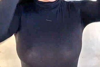 ariel winter boobs