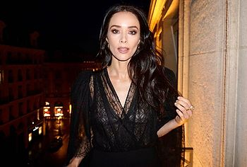 Abigail Spencer See Through Tits Outdoors Photos