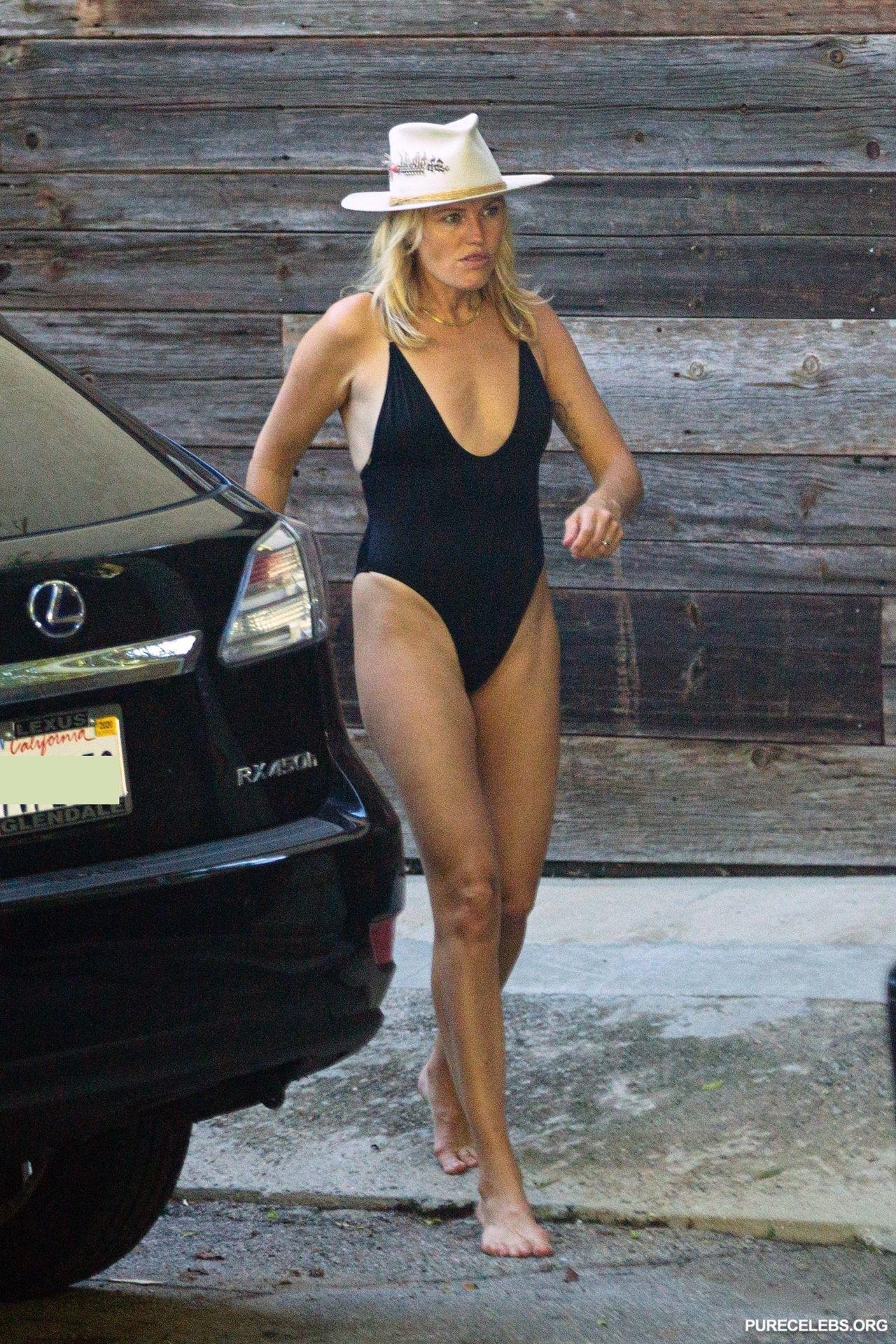 Malin Akerman Sexy Tight Swimsuit Outdoors Photos
