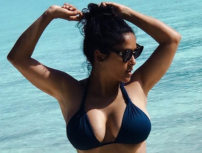 Salma Hayek sexy bikini