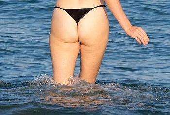 Maya Hawke ass beach pics