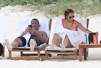Jennifer Lopez beach pics