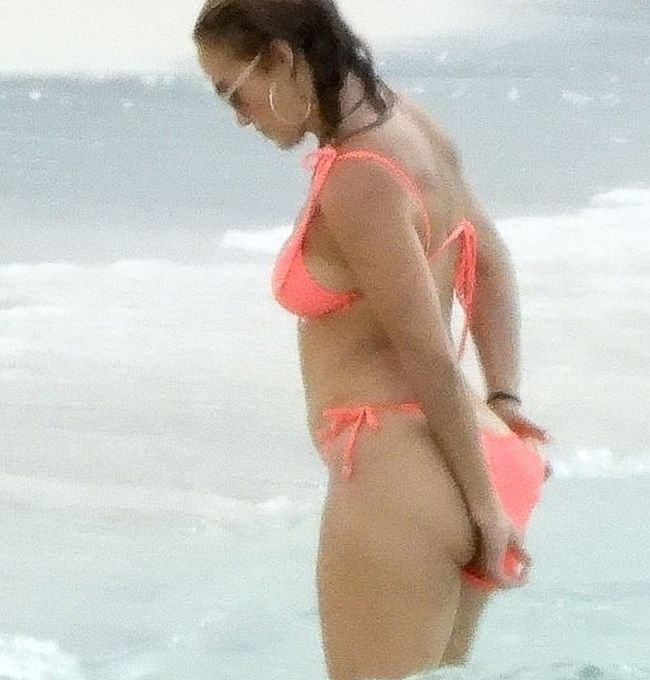 Jennifer Lopez nude ass oops