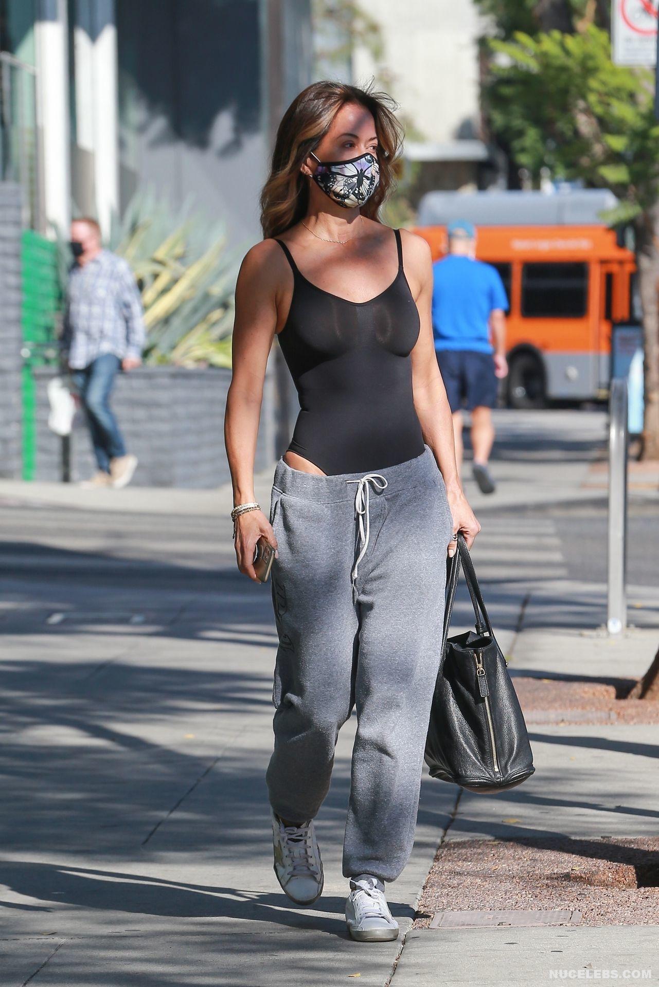 Brooke Burke Shows Her Gorgeous Tits Outdoors - NuCelebs.com