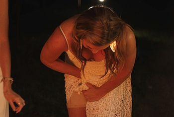 Alicia Silverstone мастурбирует сестре жениха - NuCelebs.com