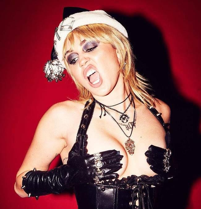 Miley Cyrus naked chrismas