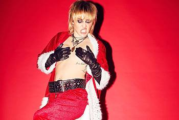 Miley Cyrus nipslip
