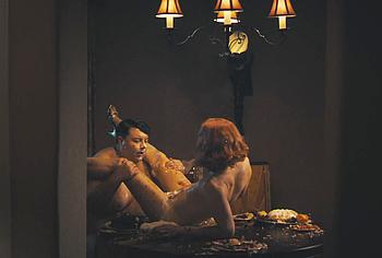 Madeline Zima обнаженная и лижет киску в Perry Mason - NuCelebs.com