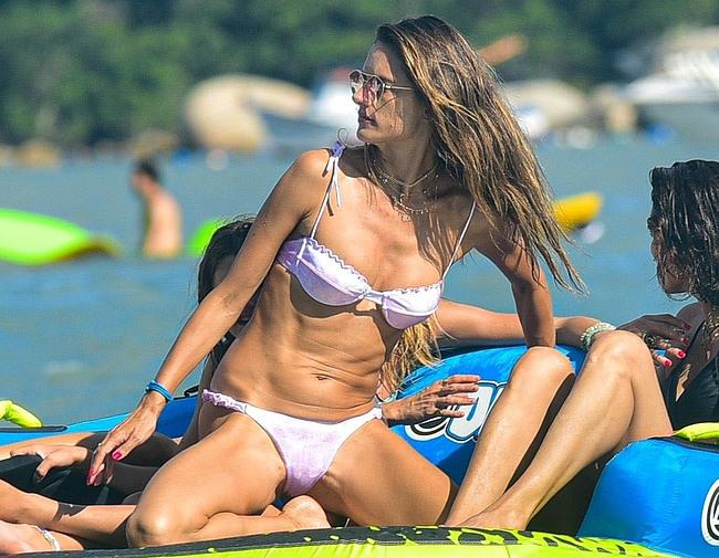 Alessandra Ambrosio pussy