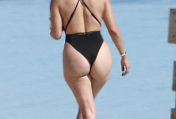 Jennifer Lopez nude ass pics