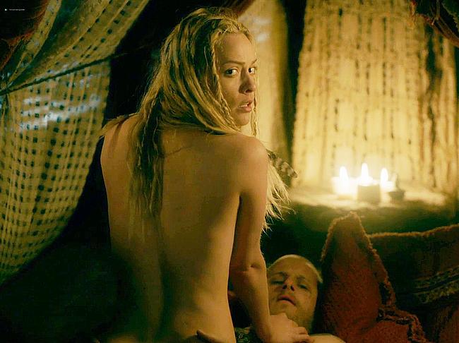 Люси Мартин обнаженные и секс-сцены из викингов — NuCelebs.com