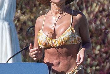Пляжные фото в сексуальном бикини Jessie James Decker - NuCelebs.com