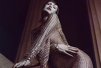 Bella Hadid позирует топлесс и сексуально для журнала V - NuCelebs.com
