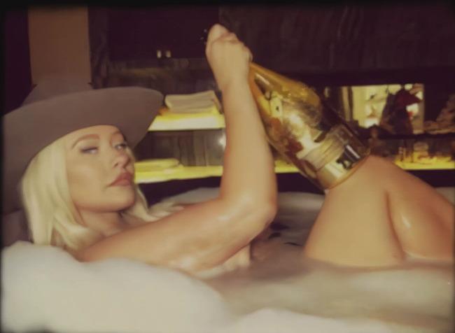 Christina Aguilera hacked nude pics