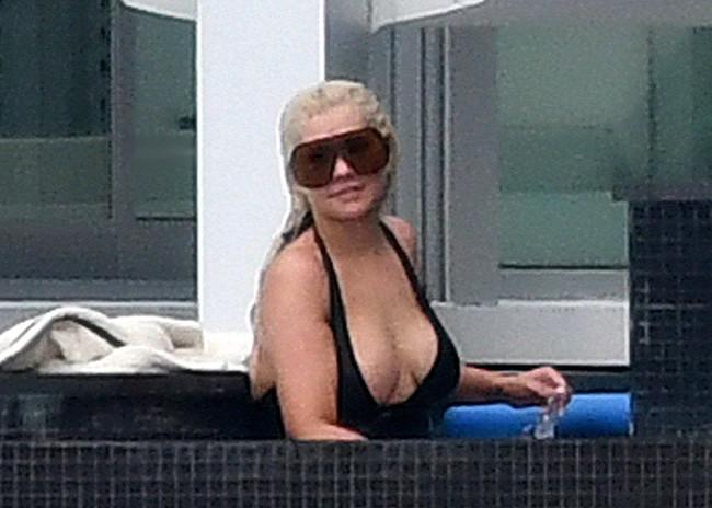 Christina Aguilera nude tits