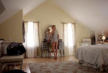 Kathleen Robertson, сцены обнаженного и грубого секса - NuCelebs.com
