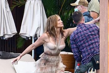 Jennifer Lopez topless pics