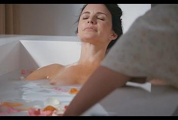 Kristin Davis masturbating pussy