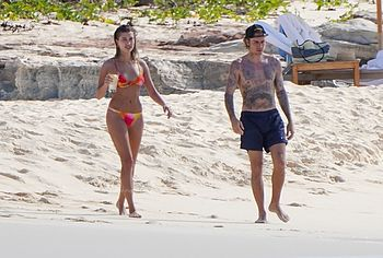 Hailey Bieber beach photos