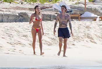 Hailey Bieber naked photos