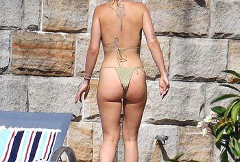 Rita Ora ass photos