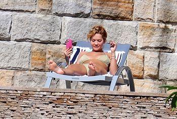 Rita Ora pussy shots