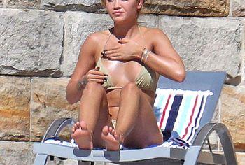 Rita Ora sexy bikini photos