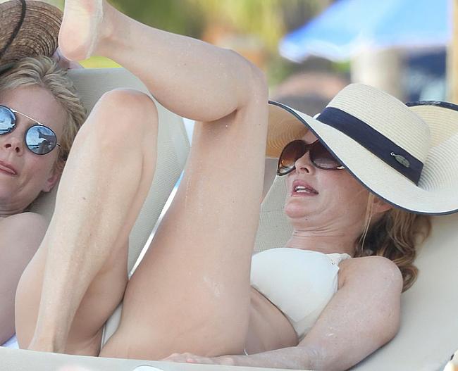 Heather Graham застукали в сексуальном бикини на пляже — NuCelebs.com