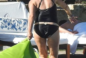 Sarah Michelle Gellar booty pics