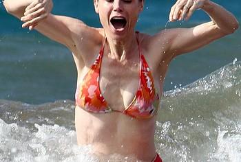 Julie Bowen bikini tits