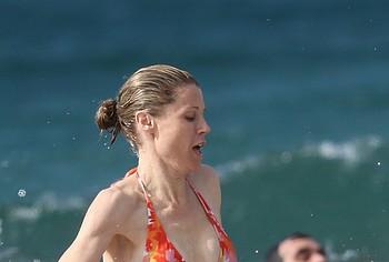 Julie Bowen nudes on beach