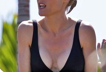 Julie Bowen topless shots