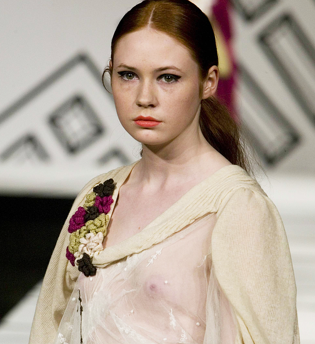 Karen Gillan nude photos