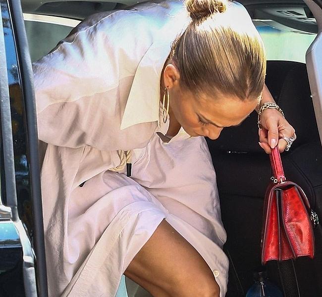 Jennifer Lopez nipslips