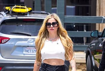 Avril Lavigne oops