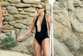 Kate Hudson sexy bikini