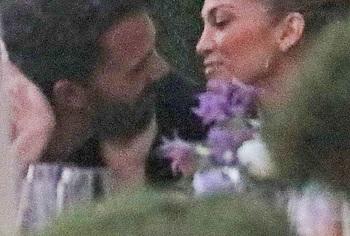 Jennifer Lopez kissing